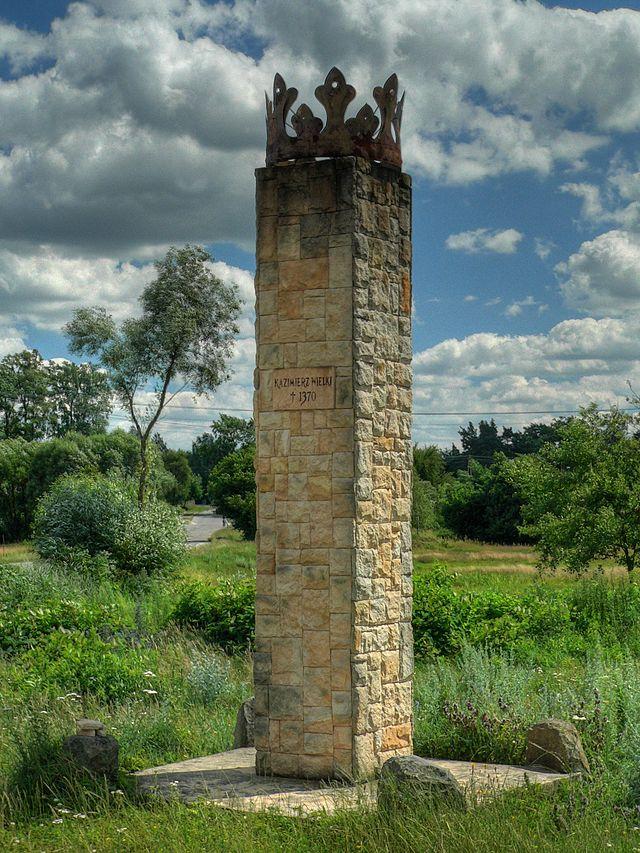 Obelisk upamiętniający tragiczny upadek króla Kazimierza Wielkiego w Żeleźnicy